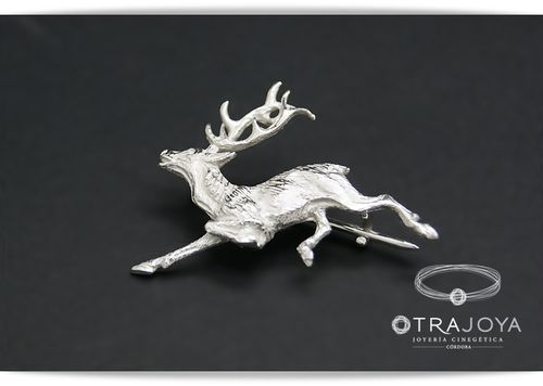 SILVER PIN WITH DEER IN RACE