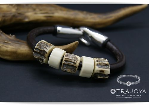 CUSTOM LEATHER BRACELET WITH SILVER AND BUFFALO